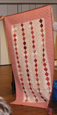 Nydelig quilt i rodt og hvitt